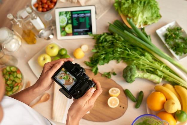 Tirando fotos para cozinhar blog
