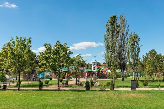 Tiraspol, moldávia 06.09.2021. praça alexander suvorov em tiraspol, transnístria ou moldávia, em um dia ensolarado de verão