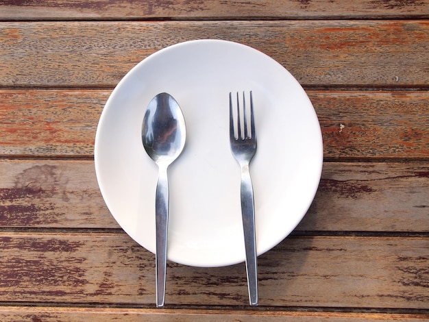 Tiro aéreo de um prato vazio