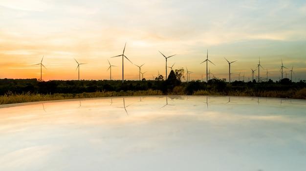 Tiro aéreo pelo zangão, na energia natural da turbina eólica de moutain