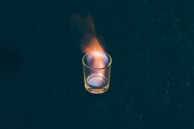 Tiro de tequila em fogo