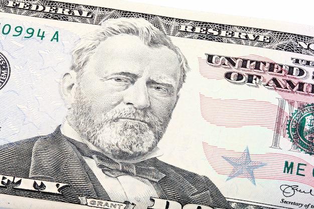 Tiro empilhado de um close-up de uma nota de us cinquenta e 50 dólares de grant. foto macro.