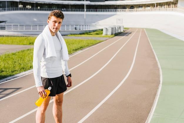 Tiro longo, de, atleta, em, a, pista corrente