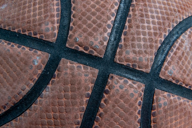 Tiro macro de uma textura de bola de cesto listrado usado
