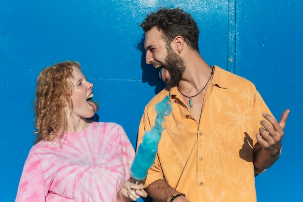 Tiro médio casal fofo com algodão doce azul