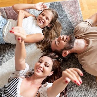 Tiro médio, de, adorável, família, tendo divertimento