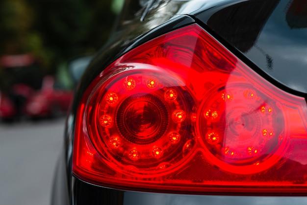 Tiro médio, de, carro, costas, luzes
