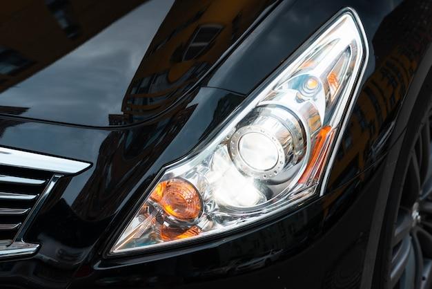 Tiro médio, de, carro preto, luzes
