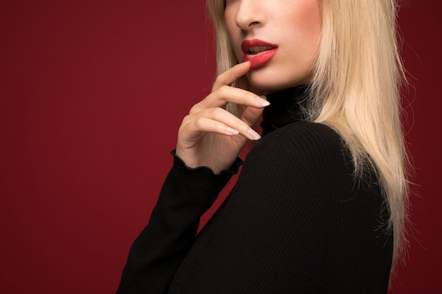 Tiro médio de retrato de mulher