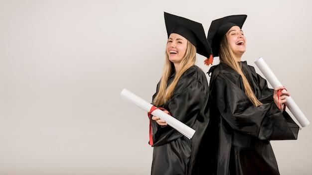 Tiro médio, graduados, rir, com, espaço cópia