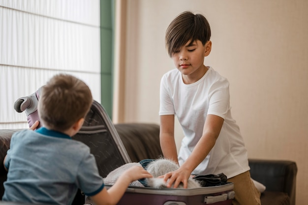 Tiro médio para crianças embalando
