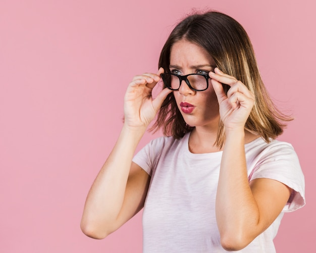 Tiro médio, surpreendido, menina, com, óculos