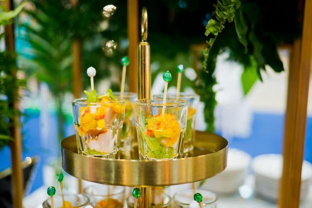 Tiros em vidro, comida para casamento, mini canapés, sobremesa saborosa