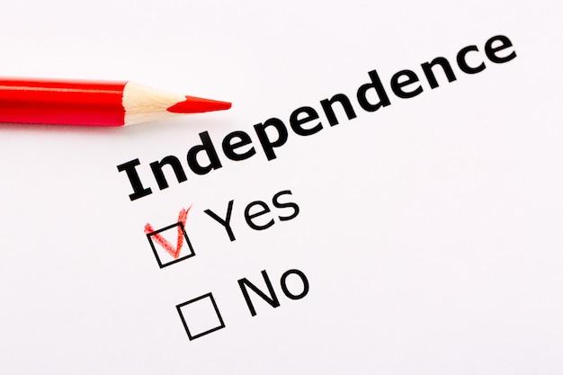 Título da independência com sim e sem caixas de seleção e lápis vermelho.