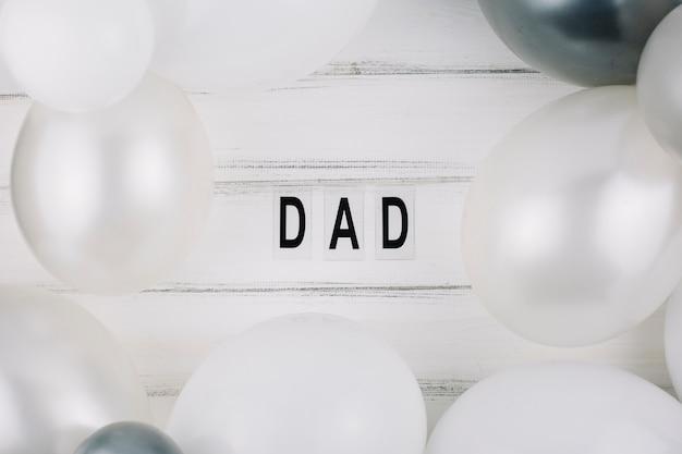 Título do pai entre balões