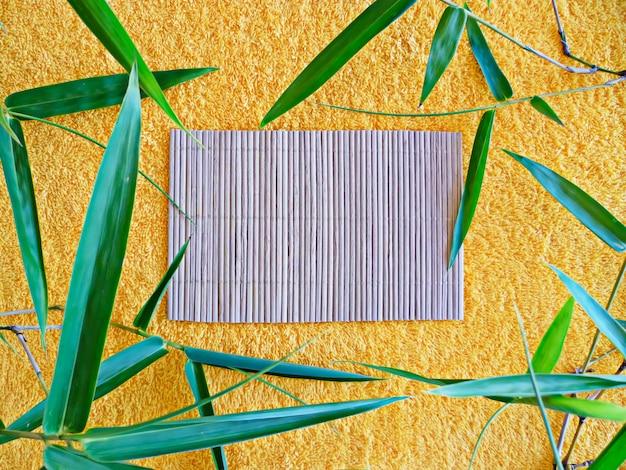 Toalha com ramos e toalha de mesa de bambu