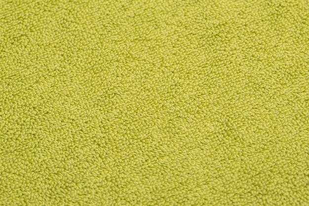 Toalha de banho verde brilhante. fundo de tecido texturizado