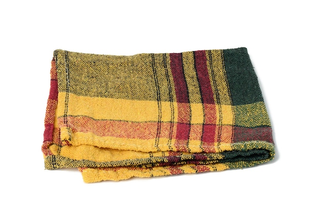 Toalha de linho amarela dobrada em fundo branco, vista superior