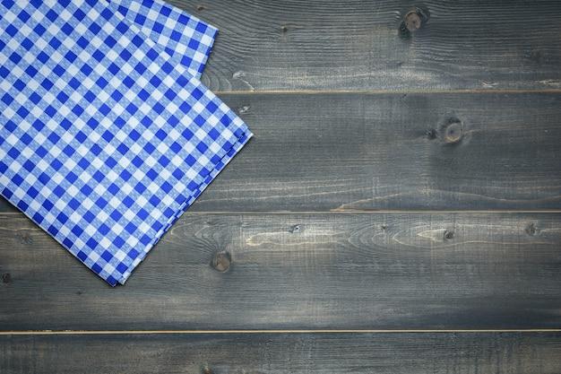 Toalha de mesa em fundo de madeira ou cenário