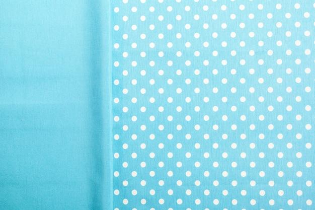 Toalha de mesa lisa e pontilhada azul