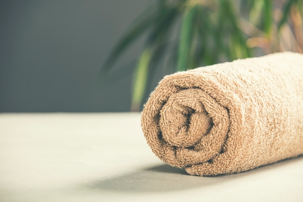 Toalha marrom - spa e conceito de relaxamento
