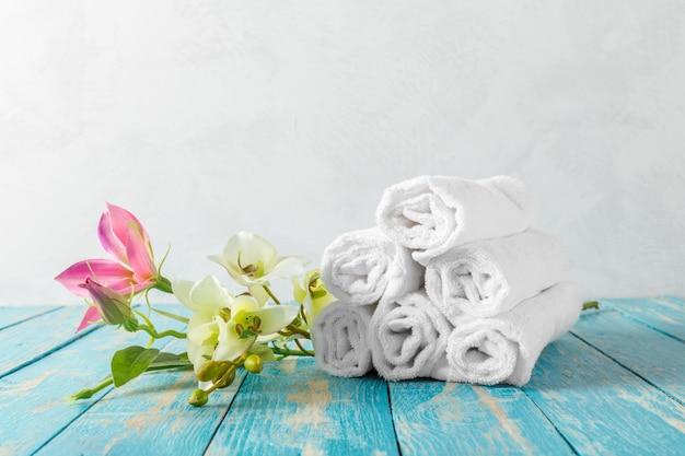 Toalhas com flor de orquídea
