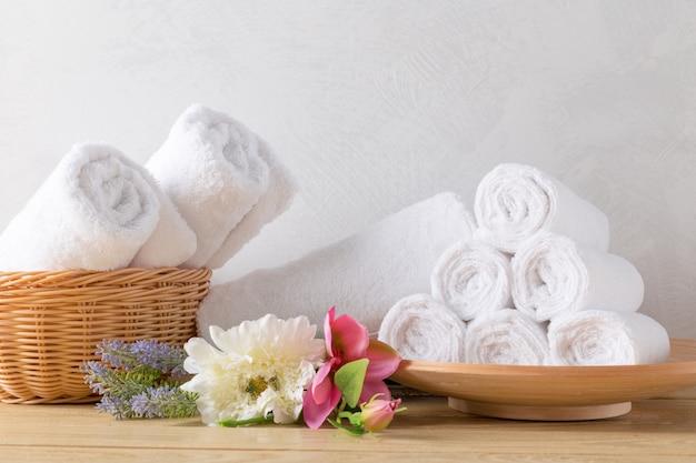 Toalhas de rolo com flor