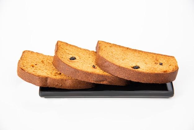 Toast rusk no prato