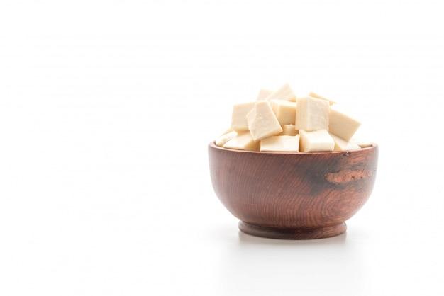 Tofu em fundo branco