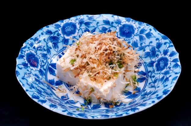 Tofu frio japonês ou hiyayako.