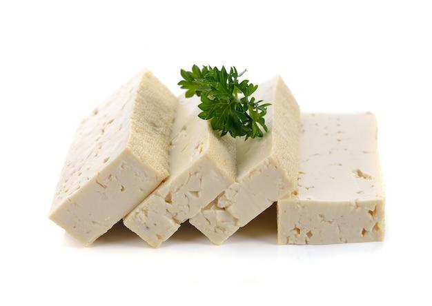 Tofu isolado no branco