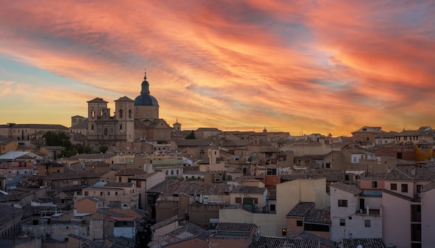 Toledo paisagem urbana por do sol antes da noite, espanha.