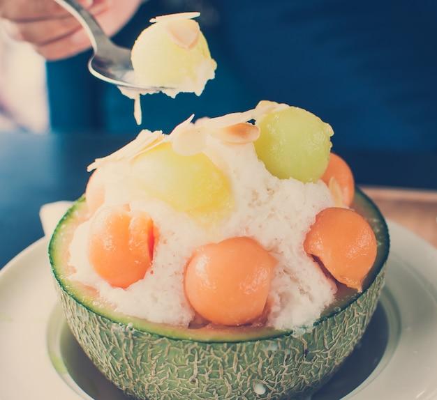 Tom do vintage - melão de gelo bingsu, gelado coreano famoso.