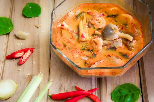 Tom yum goong é um prato tailandês que pode ser preparado como sopa.