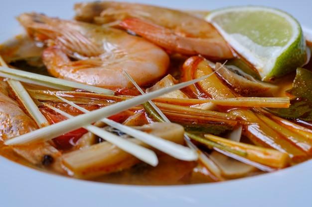 Tom yum sopa tailandesa ingrediente camarão galanga limão
