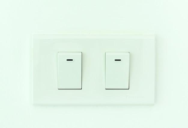 Tomada elétrica dobro do interruptor em tailândia.