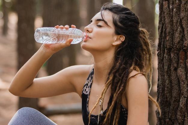 Tomar um pouco de água após o exercício