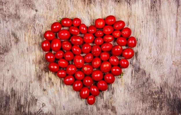 Tomate cereja em forma de coração
