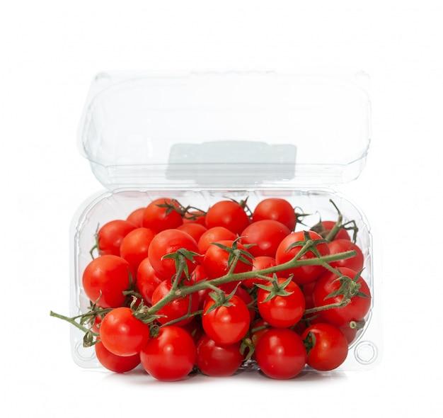 Tomate cereja em um recipiente de plástico.