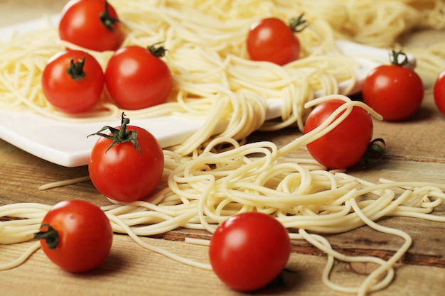 Tomate e espaguete