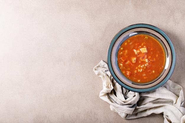 Tomate e sopa de legumes