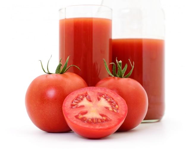 Tomate e suco de tomate.