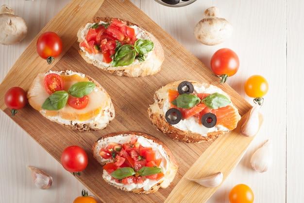 Tomate italiano e queijo bruschetta