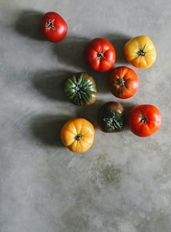 Tomates frescos e orgânicos da herança