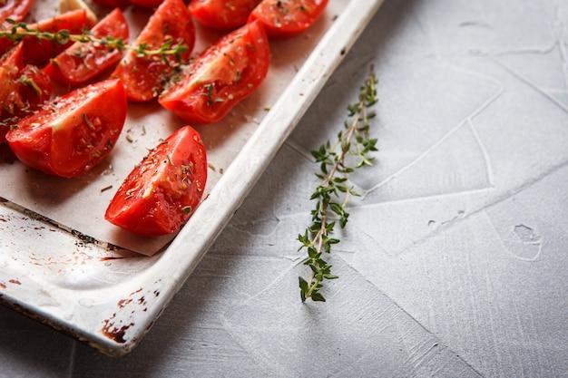 Tomates na assadeira