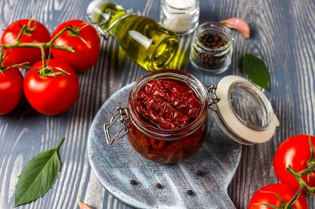Tomates secos com azeite.