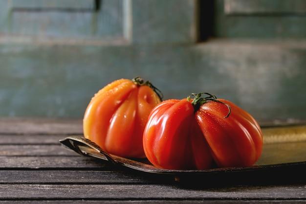Tomates vermelhos grandes raf