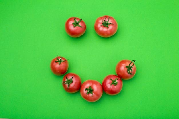 Tomates vermelhos na cor