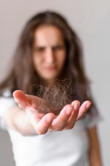 Topete de cabelo emaranhado de close-up
