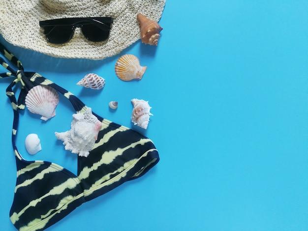 Topview da coleção de mochila de verão para o olhar de verão.